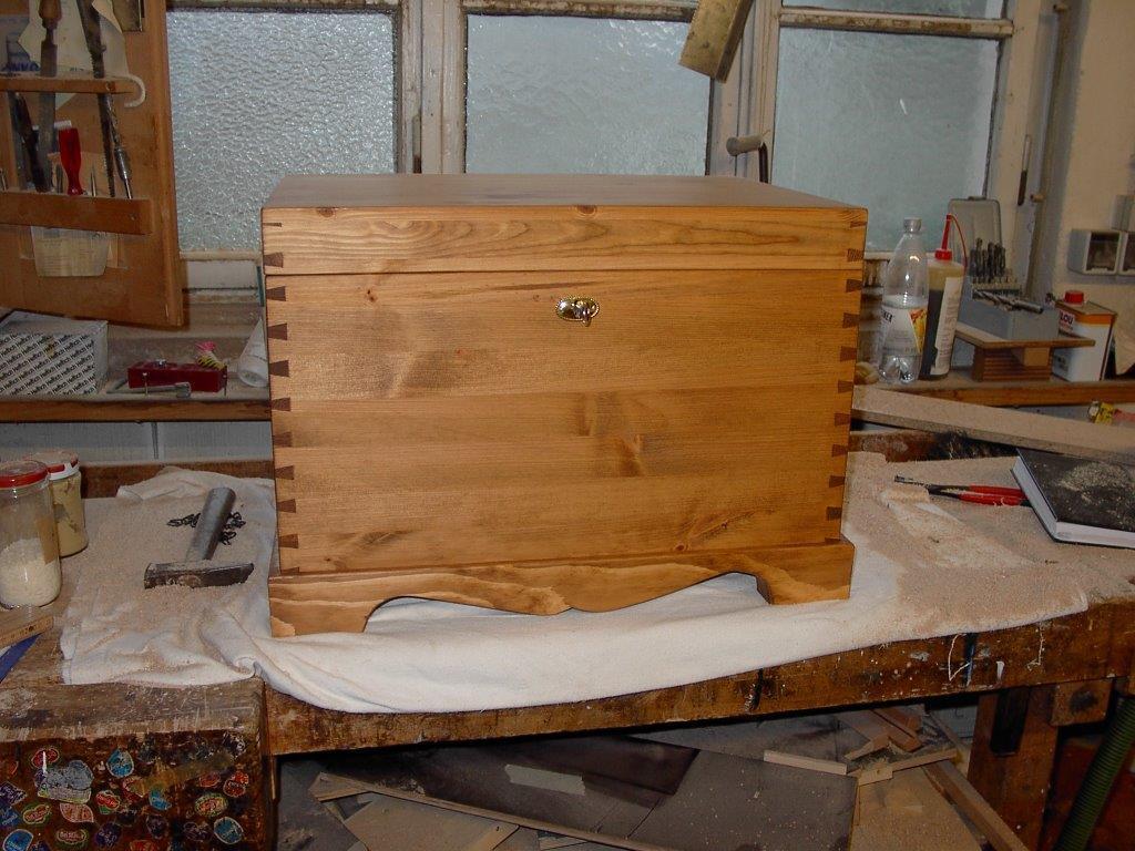 truhe gallery of massivholz truhe auf ma with truhe holztruhe clatin truhe holzbox mother of. Black Bedroom Furniture Sets. Home Design Ideas